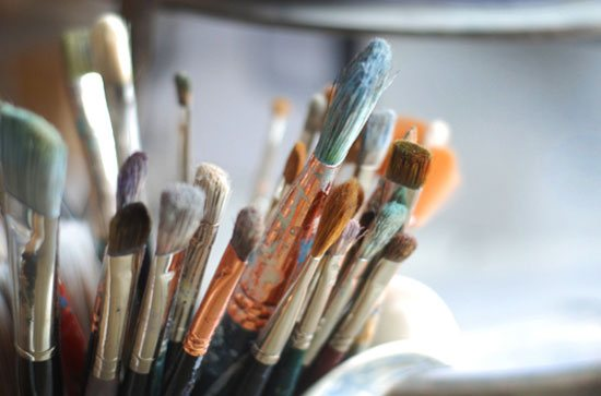 Choosing painting supplies such as a painting brush can be troublesome if you assume each manufacturer sizes their brushes according to the same system.