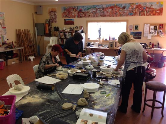 The workshop. Notice how everyone has their clay models at hand.