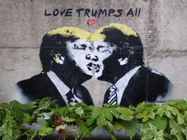 Political art: Street art of Trump kissing himself.