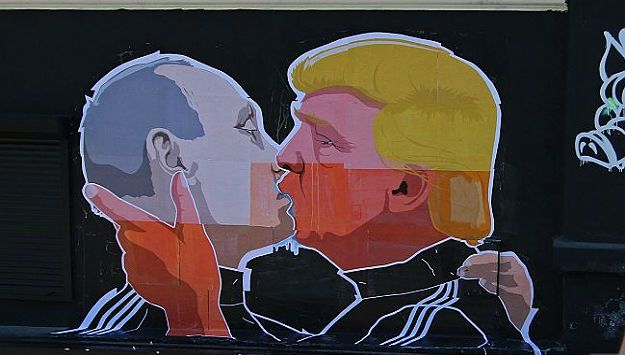 Political Art: Street art of Trump Kissing Putin