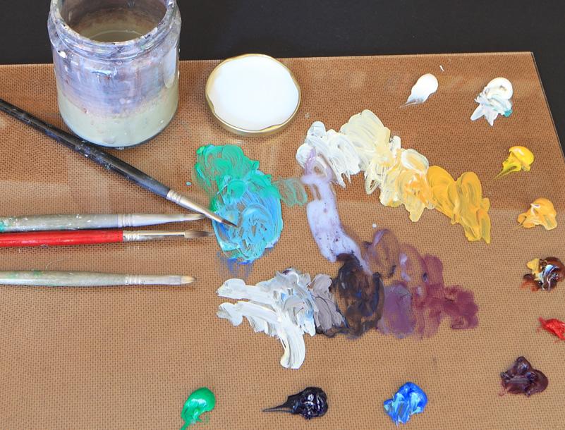 Acrylic artist Ana Schmidt's colors.