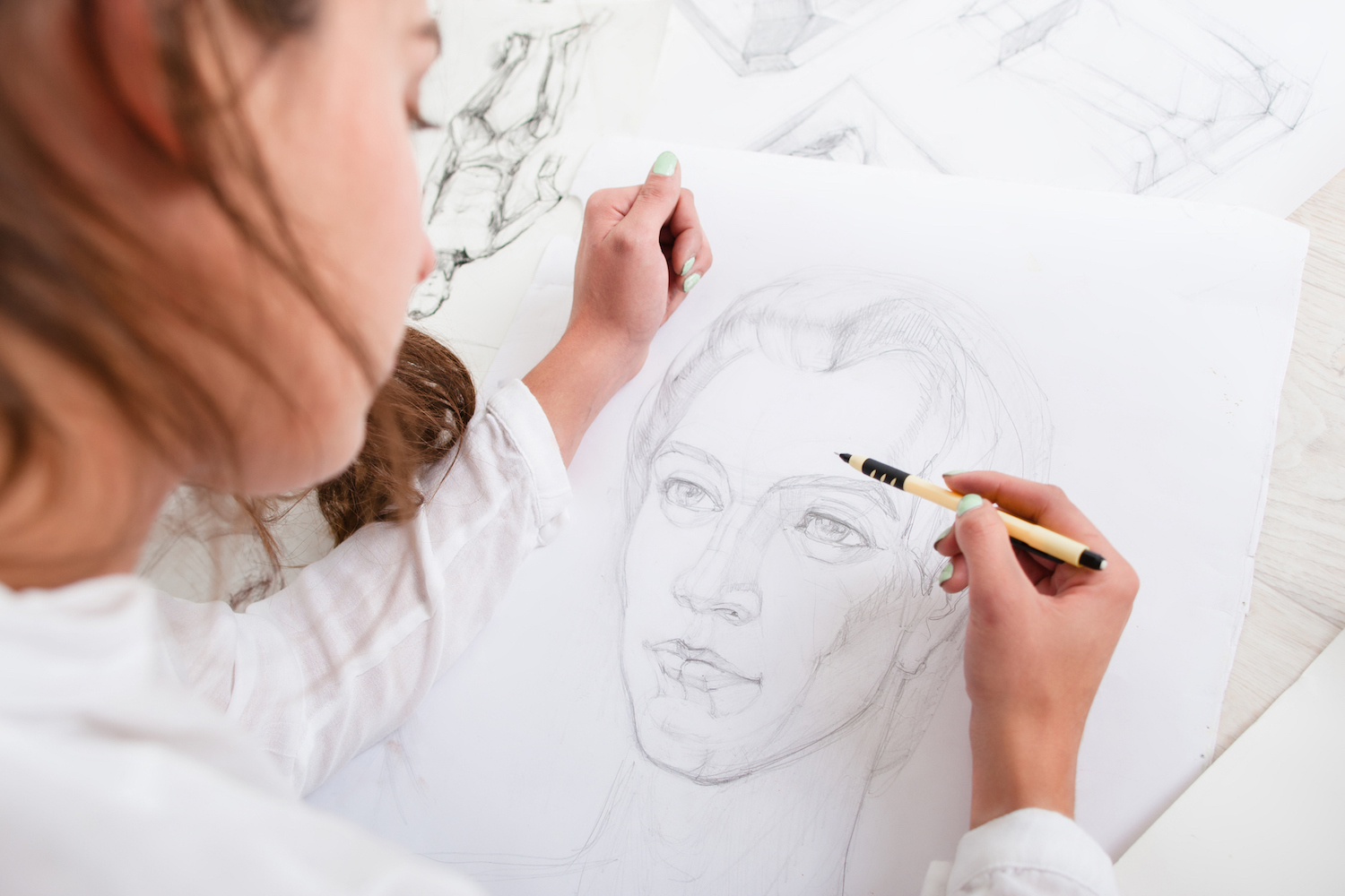 New drawing habits and 10 basics of drawing for beginner artists | Artist drawing a portrait, photo courtesy of Getty Images | Article brought to you by Artists Network