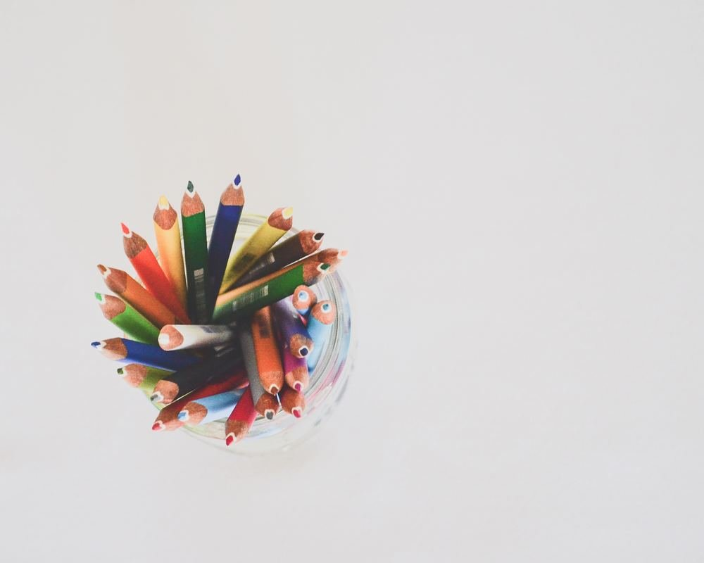 Adult art projects #8: Grab a pencil or pen and make a stray mark all across your paper or canvas. That mark is your starting point for what you create next! Photo by Debby Hudson on Unsplash