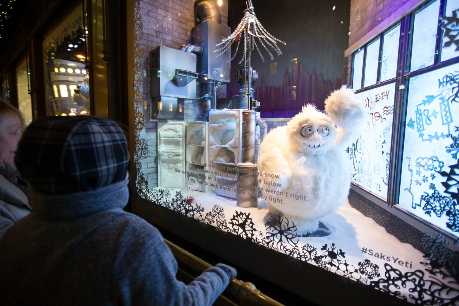 Stefan G. Bouchers legendary yeti in the Saks Fifth Avenue seasonal Holiday windows. (Photo by Ben Hider/Getty Images)