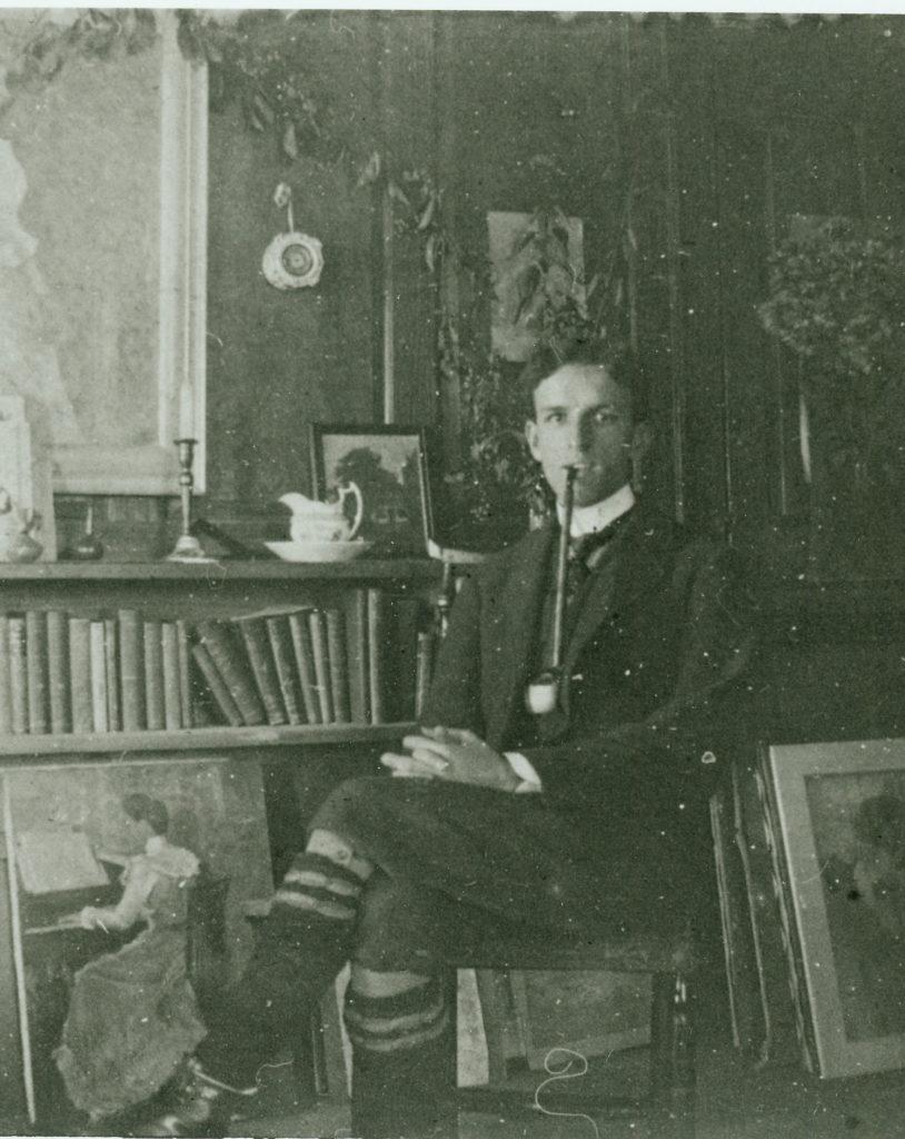 Elmer-MacRae-posing-in-studio